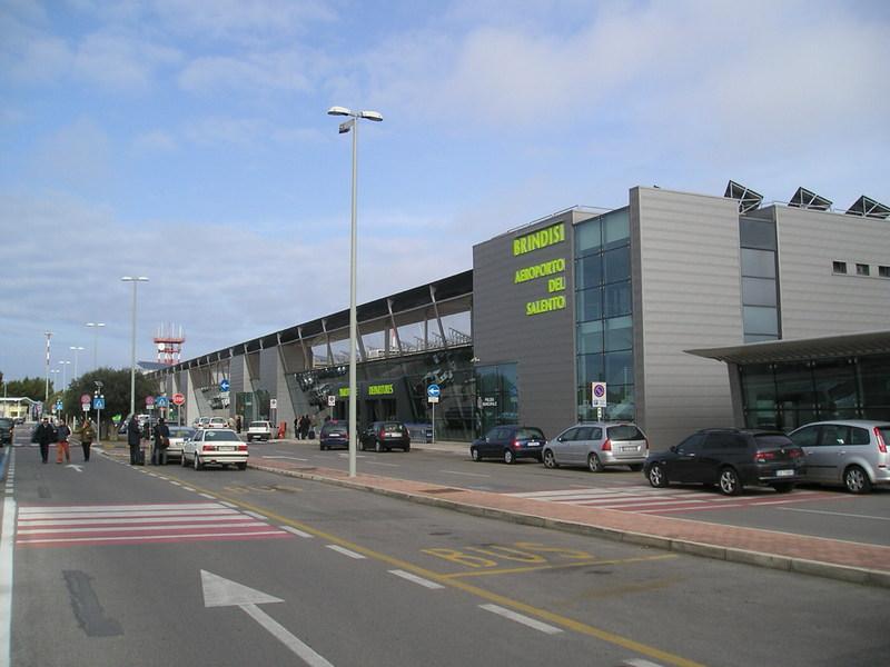 brindisi airport transport flughafen ins zentrum bus. Black Bedroom Furniture Sets. Home Design Ideas